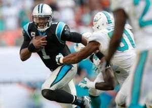 Cam Newton des Panthers contre les Dolphins