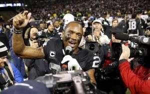 Charles Woodson remercie les partisans des Raiders à son dernier match à Oakland